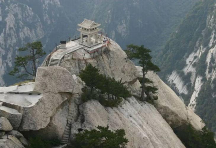 המסעדות הכי אקסקלוסיביות בעולם: מקדש על הר
