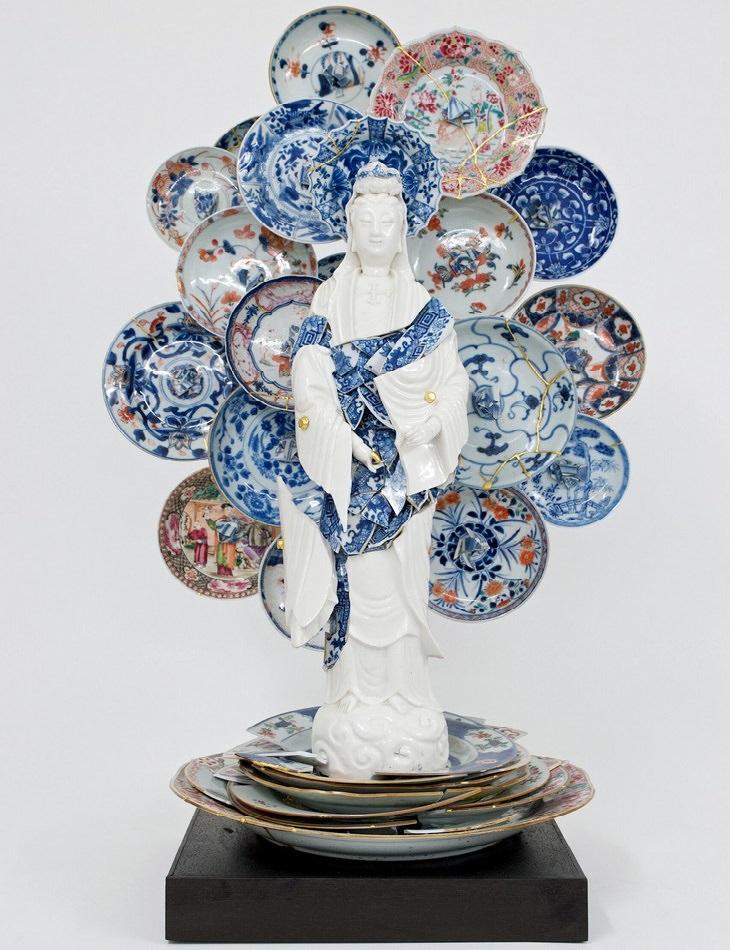 פסלים יפים מחלקי חרסינה שבורים