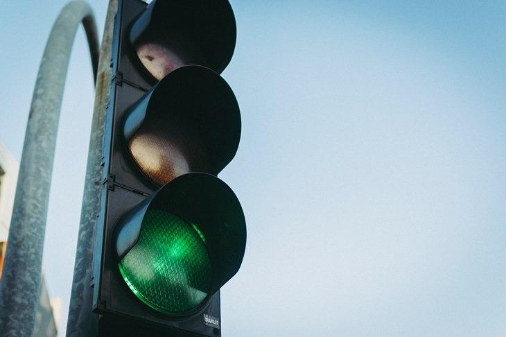 פעילויות לפעוטות בבית: אור ירוק ברמזור