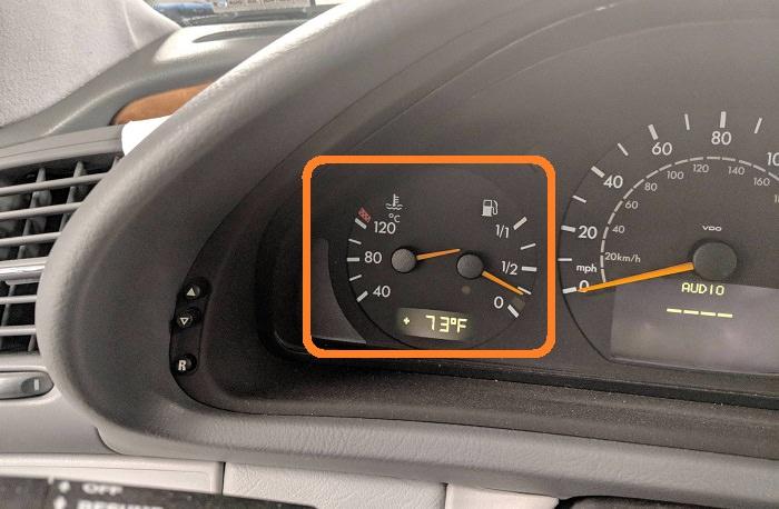 תמונות מצחיקות של מכוניות במוסך: מד טמפרטורת מנוע שבור