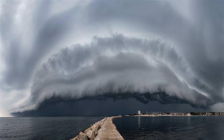 צלם מזג האוויר 2020: סופה מעל עיר