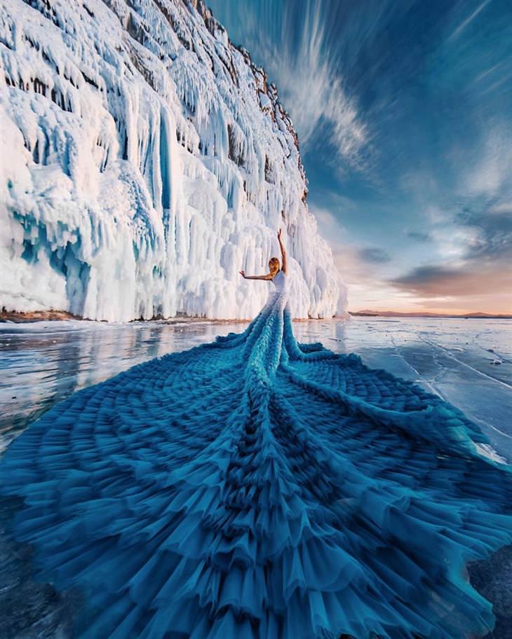 רקדניות ברחבי העולם: רקדנית עם שמלה כחולה על קרחון בימת באיקל