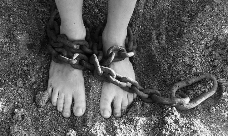 טיפול בגישה של קורבן: רגליים כבולות