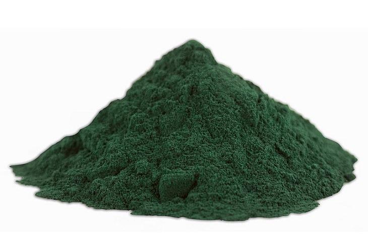 יתרונות בריאותיים של אצות: אבקת ספירולינה