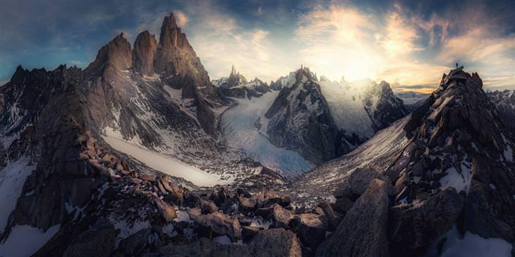 תחרות צילום פנורמי 2020: זריחה מעל הרים