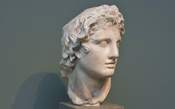 חידון בהיסטוריה: פסל של ראשו של אלכסנדר הגדול