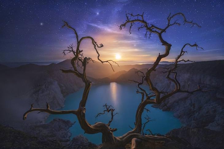 תחרות צלם הנופים של שנת 2020: נופים מדבריים וירח ברקע