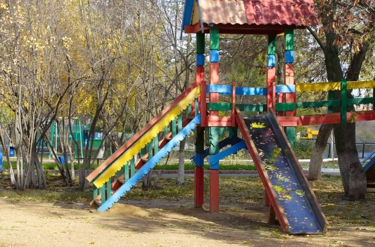 מחקר על משחק של ילדים באדמה ולכלוך: מגלשה