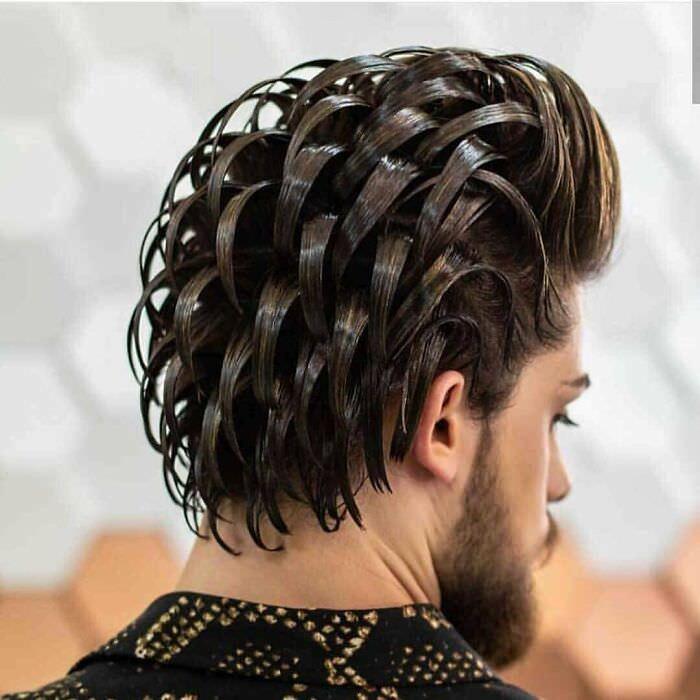 תסרוקות גרועות ומצחיקות: גבר עם שיער מלא ג'ל