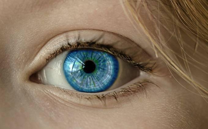 טריוויה על ויטמינים ומינרלים: עין כחולה