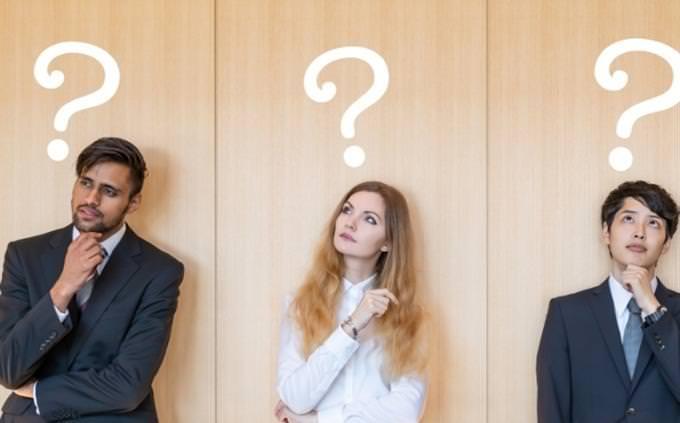 מבחן אישיות - איזה יצירה מוזיקלית אתה: אנשים חושבים ומעליהם מצוירים סימני שאלה