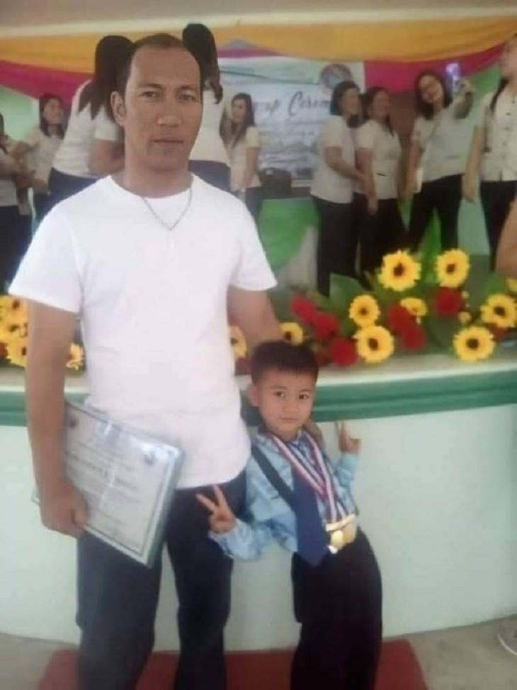 תמונות ברגע הנכון: אבא ובן בטקס
