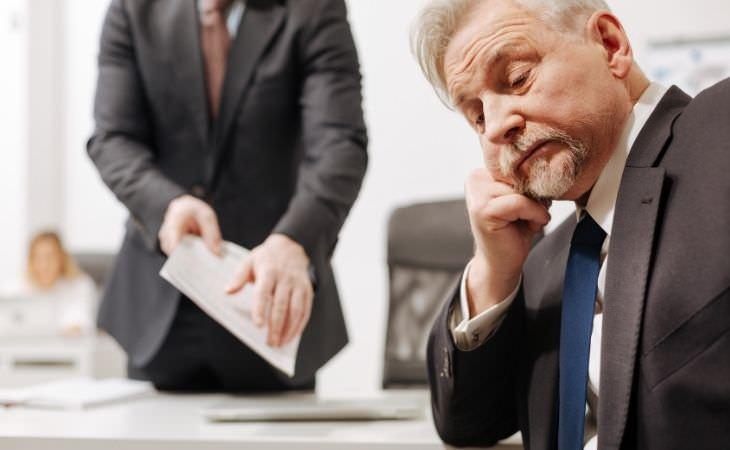 שלבי הגירושין: איש שלא מתרכז בעבודה