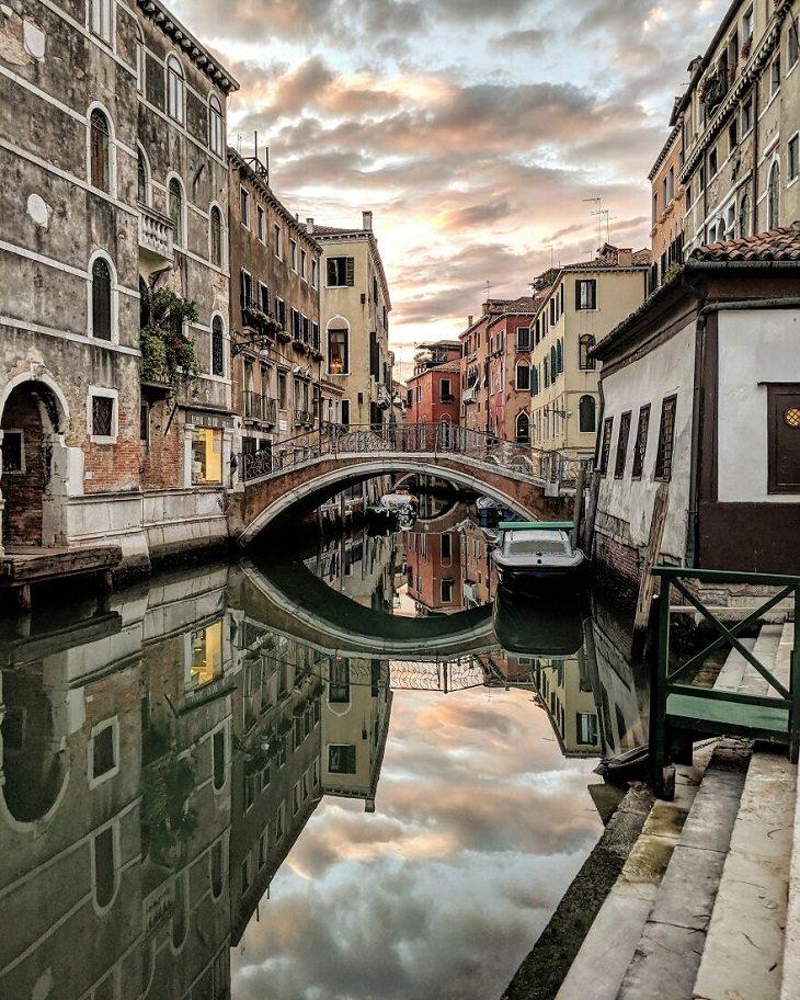 תמונות של השתקפויות במים מערים בעולם: ונציה, איטליה