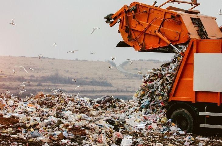 מה לעשות עם שמן בישול: משאית זבל באתר פסולת