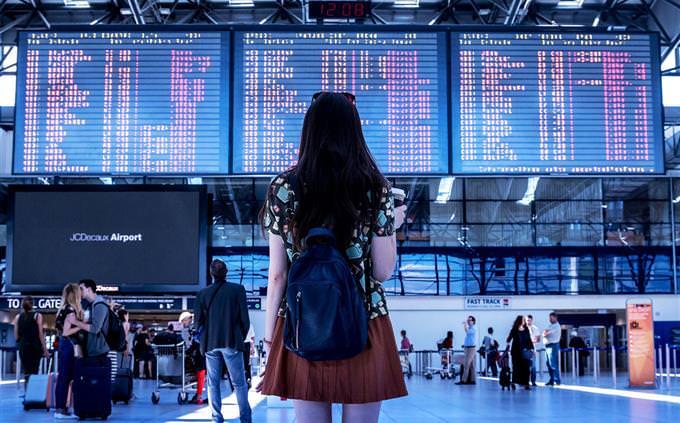 מבחן תרבויות עתיקות: אישה בשדה תעופה