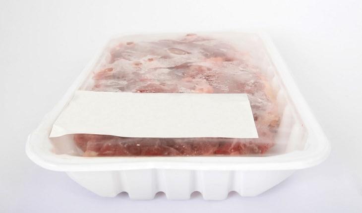 טעויות בישול והכנת מזון מסוכנות: בשר קפוא באריזה