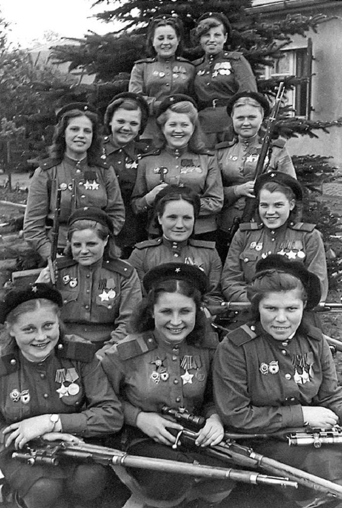 תמונות היסטוריות: צלפיות בצבא האדום מיחידה שפעלה נגד כוחות גרמניה הנאצית - לנשים בתמונה היו 755 הריגות מאומתות. גרמניה - 1945