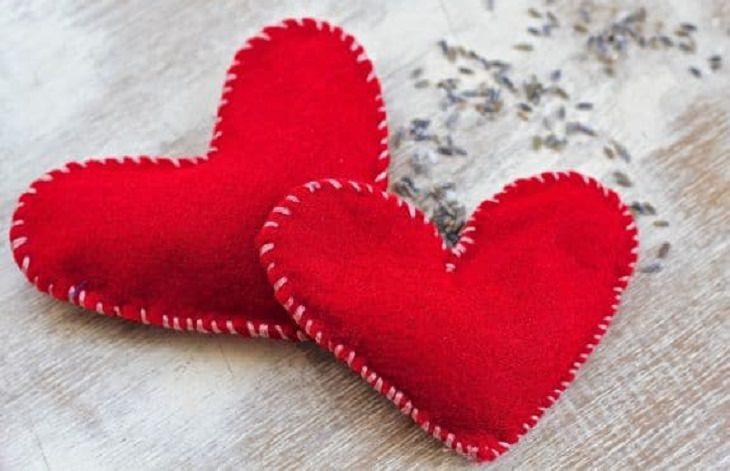 מתנות ליום ולנטיין: שני מחממי ידיים בצורת לבבות