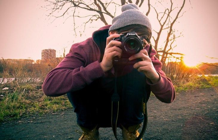 בדיחה על מצלמות בבית חולים: גבר עם מצלמה