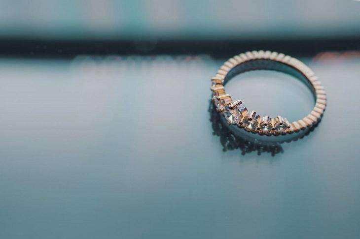 מחקרים אודות נישואין: טבעת