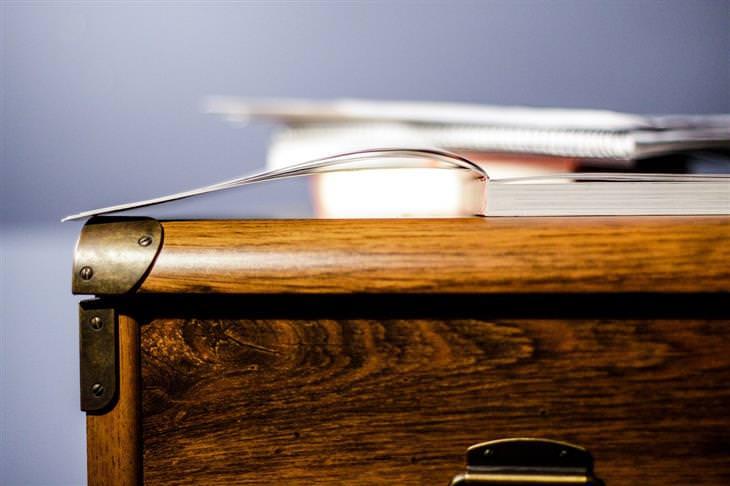 מידע על עץ ברהיטים: שידה מעץ