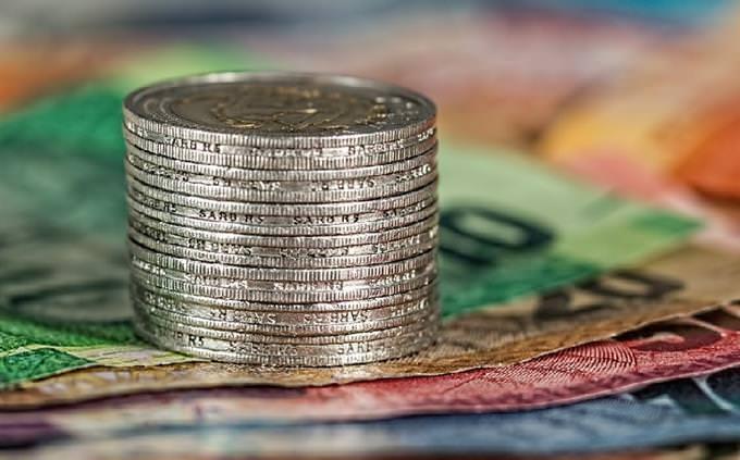 מבחן כלכלה: מטבעות מונחים על שטרות