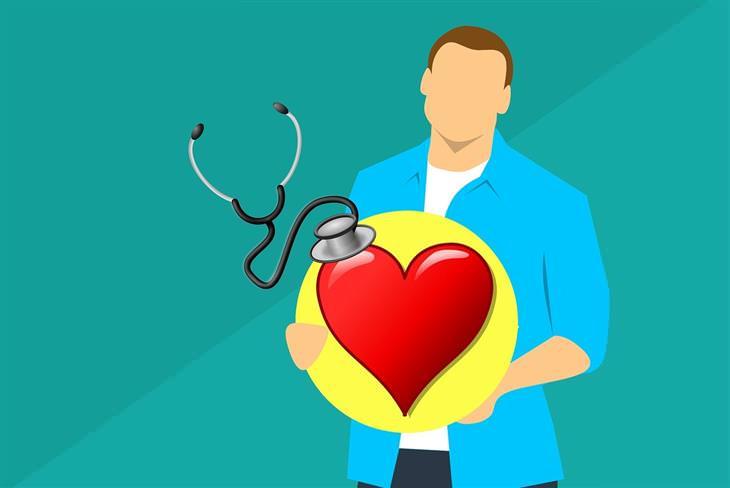איך להפחית טריגליצרידים: איור של איש מחזיק לב וצדו סטטוסקופ
