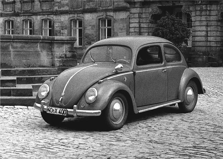 המכוניות הראשונות של יצרני כלי רכב ידועים: חיפושית של פולקסווגן