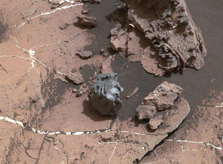 תמונות ממאדים: מטאוריט על מאדים, ממבט על