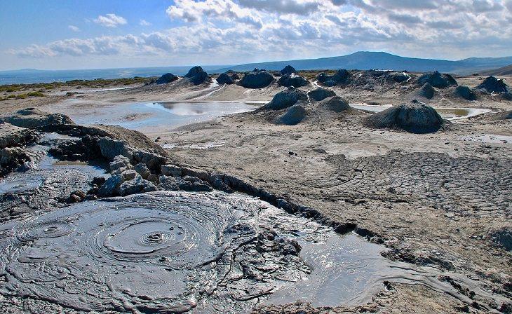 אטרקציות באזרבייג'ן: הרי געש של בוץ בשמורת גובוסטאן