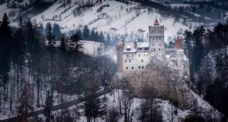 רומניה בשלג: טירה בשלג