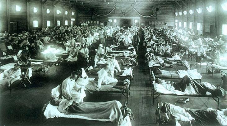 השפעת הספרדית מול הקורונה: חולי השפעת הספרדית, שוכבים במיטות בבתי חולים