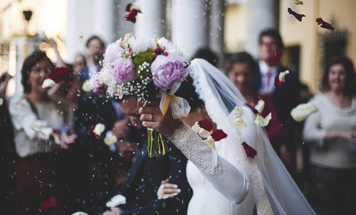 הקשר המפתיע בין קורונה וצניעות: כלה בחתונה