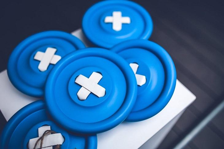 טיפים לכביסה בימי משבר הקורונה: 5 כפתורים בצבע תכלת