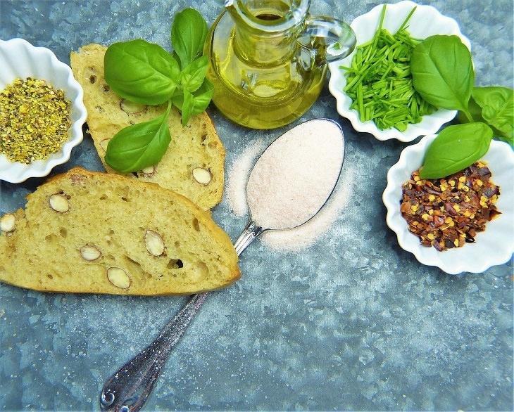 תחליפי מלח: כף מלח לצד תבלינים אחרים