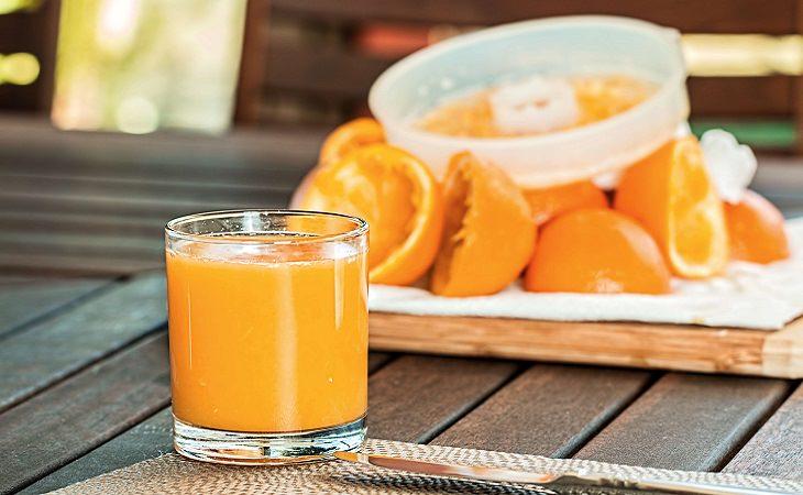 טיפים שעוזרים להעיר ילדים קטנים: מיץ תפוזים