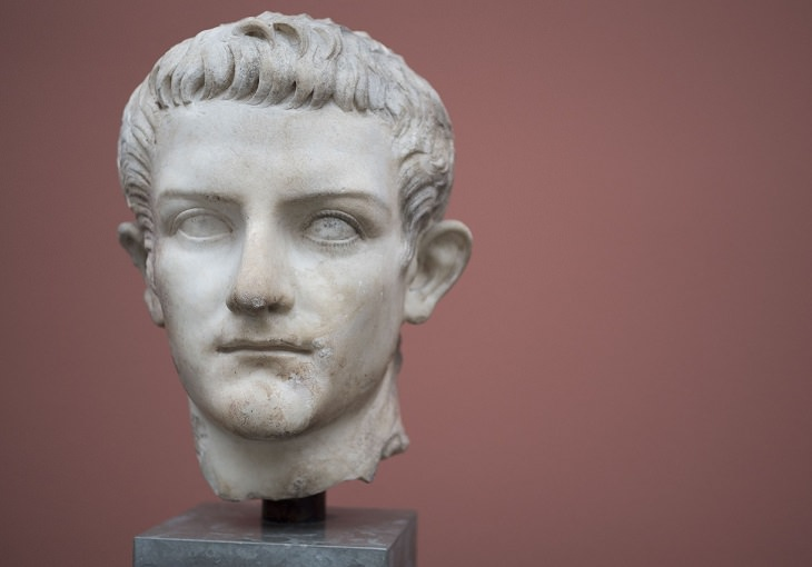 עובדות היסטוריות מרתקות: פסלו של הקיסר קליגולה