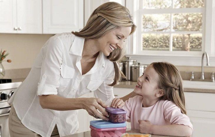 בדיחה: אימא וילדה במטבח