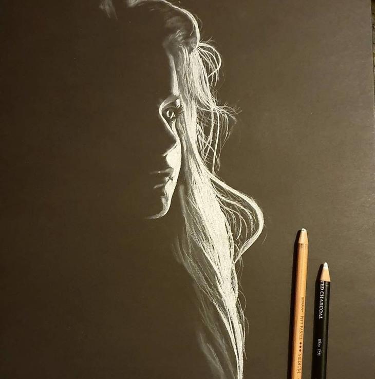 אומנות נשים ממשחקי אור וצל