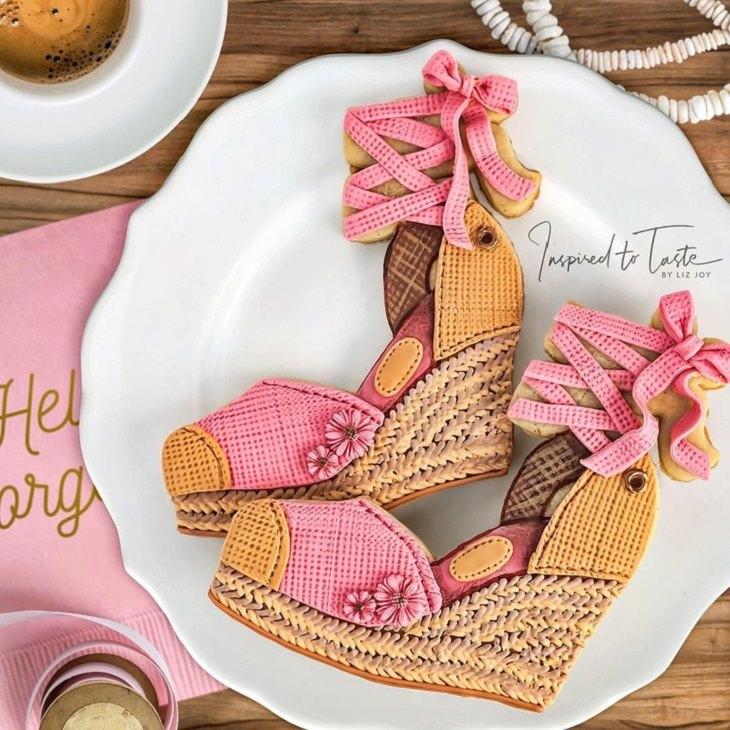עוגיות מעוצבות מבצק סוכר: נעל עקב ורודה על פלטפורמה