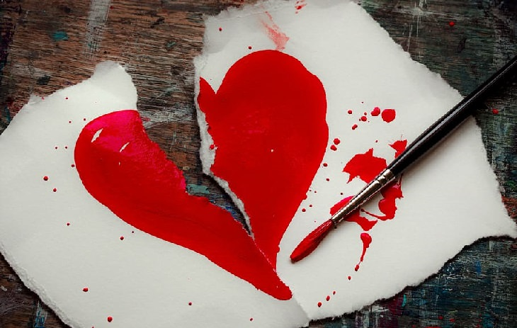 עצות של מומחי זוגיות לימי הקורונה: ציור קרוע של לב אדום