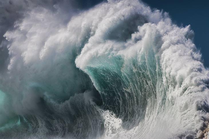 תמונות מתחרות צילום של גלישה לשנת 2020: גל גדול