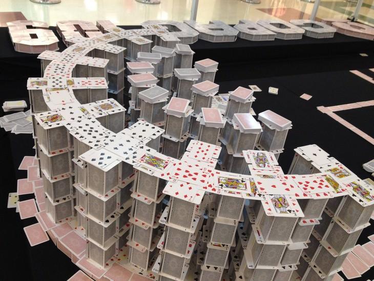 בתי קלפים מדהימים של בריאן ברג