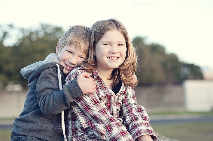שפת אהבה של ילדים: ילדים מחובקים