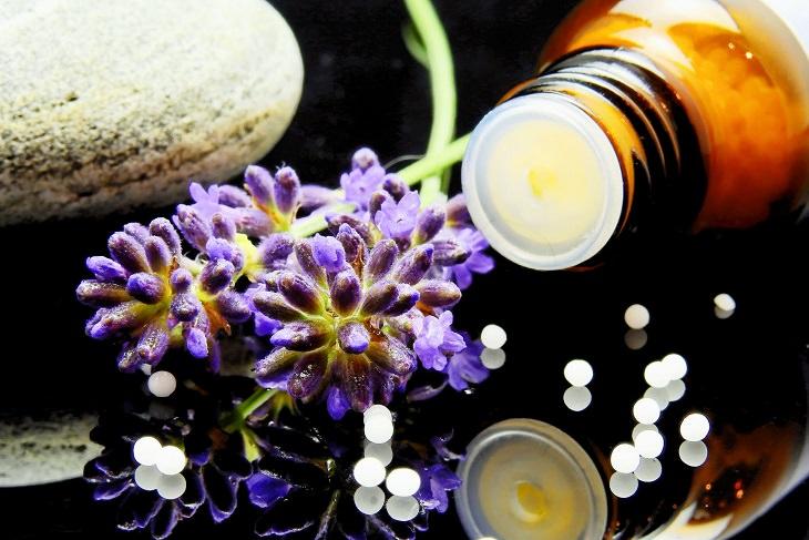 צמחי מרפא וקורונה: צמחי מרפא וכדורים בצנצנת