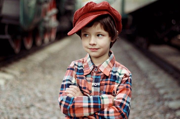 שיר ברכה מקסים לפסח: ילד חמוד עם כובע