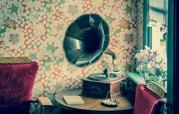סרטים מוזיקליים: גרמופון על שולחן