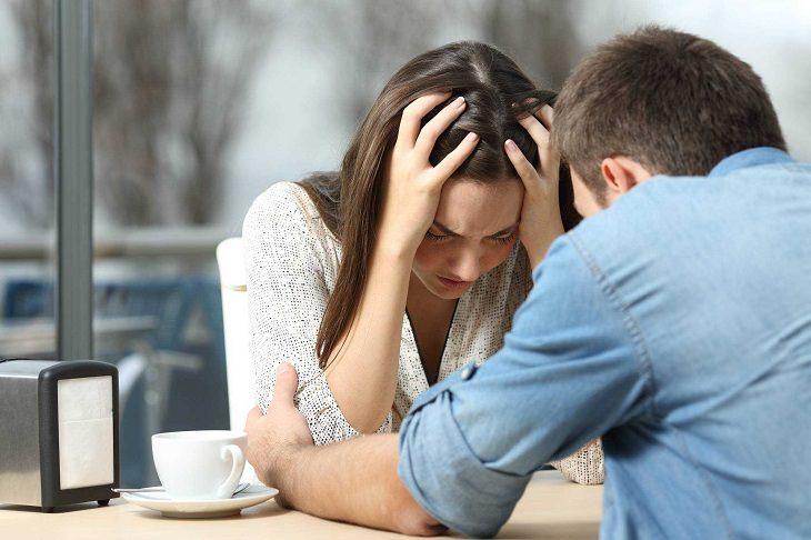 נטירת טינה בזוגיות: זוג מתוסכל