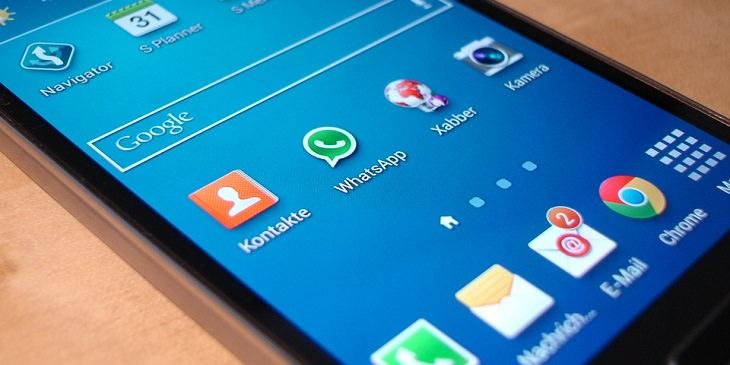 מדריך שליחת תמונות באיכות גבוהה בוואטסאפ: מסך של טלפון סלולרי